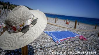 Пустой пляж в Анталии