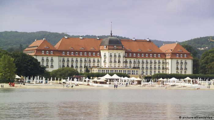 Poland | Sopot/ Hotel on a sandy beach (picture-alliance/dpa)
