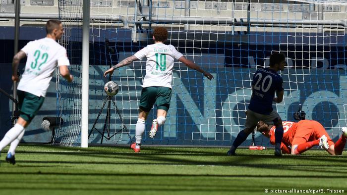 من مباراة فيردر بريمن وشالكه في الدوري الألماني
