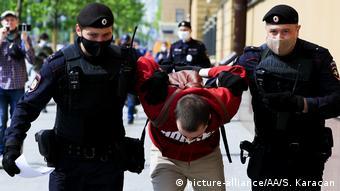 Задержания участников пикетов в поддержку Ильи Азара