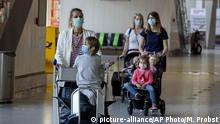 Wives and children of German business men working in China walk through a terminal at the airport in Frankfurt, Germany, Friday, May 29, 2020. Together with 200 others they are about to take a flight to Tianjin in China. After a coronavirus test in the morning in Frankfurt they expect a two week quarantine in China.(AP Photo/Michael Probst) |