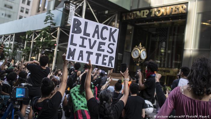 Протести перед у Trump Tower у Нью-Йорку