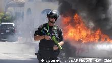 30.05.2020 A police officer stands guard while a police vehicle burns during a protest over the death of George Floyd in Los Angeles, Saturday, May 30, 2020. Protests across the country have escalated over the death of George Floyd who died after being restrained by Minneapolis police officers on Memorial Day, May 25.(AP Photo/Ringo H.W. Chiu) |