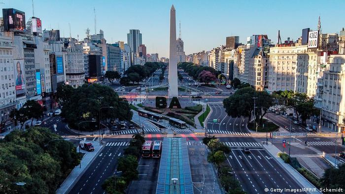 Argentinien Bueonos Aires  Avenue 9 de Julio