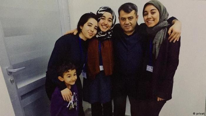 Mevlüt Öztaş ve kızı Büşra Öztaş (ortada)