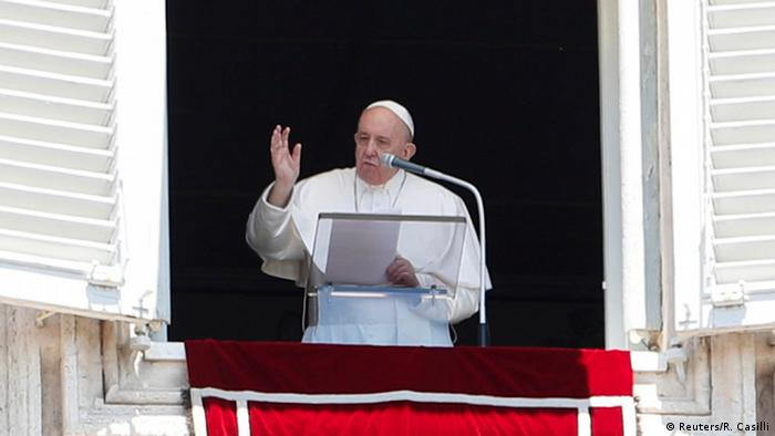 Vatikan   Papst Franziskus beim Gebet am Fenster (Reuters/R. Casilli)