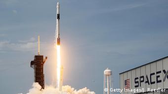 Мыс Канаверал, 30 мая 2020. Частая компания SpaceX впервые запустила пилотируемый космический корабль