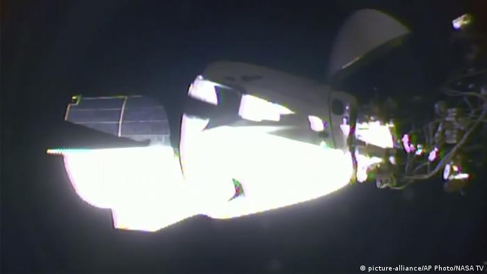 Dragon Crew kapsülünün ISS Uzay Üssü ile kenetlenme anı