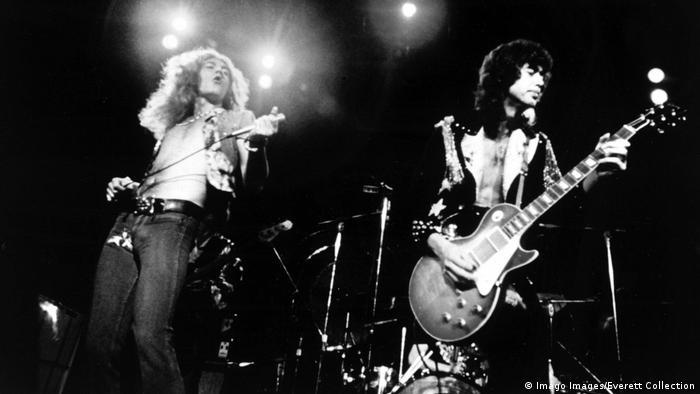 Led Zeppelin-Sänger Robert Plant und Gitarrist Jimmy Page gemeinsam auf der Bühne(Imago Images/Everett Collection)