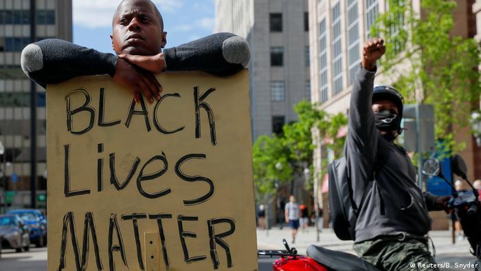 USA Proteste nach dem Tod von George Floyd   Plakate Black Lives Matter