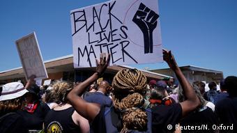 USA Oklahoma City Proteste nach dem Tod von George Floyd | Plakate Black Lives Matter (Reuters/N. Oxford)