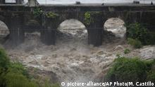31.05.2020 The swollen Los Esclavos River flows violently under a bridge during tropical storm Amanda in Cuilapa, eastern Guatemala, Sunday, May 31, 2020. The first tropical storm of the Eastern Pacific season drenched parts of Central America on Sunday and officials in El Salvador said at least seven people had died in the flooding. (AP Photo/Moises Castillo) |