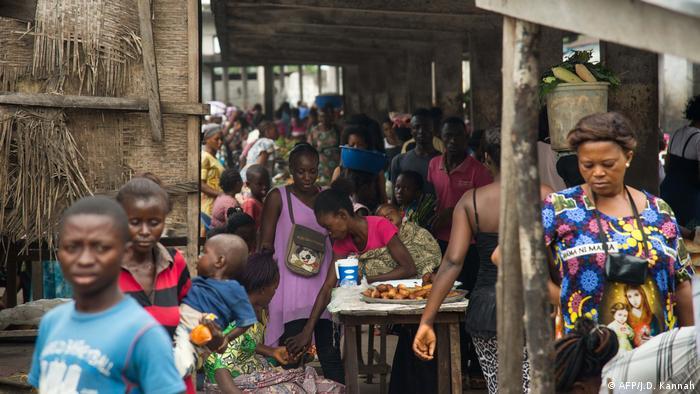 DR Kongo Mbandaka Buschfleisch auf einem Markt