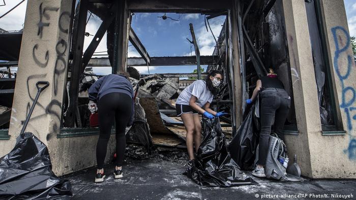 USA Minneapolis | Proteste | George Floyd (picture-alliance/AP Photo/K. Nikouyeh)