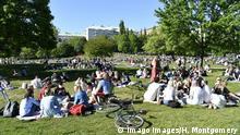 Schweden Stockholm | Coronavirus | Menschen im Park