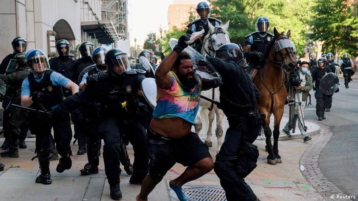 Las protestas continuaron cerca de la Casa Blanca este lunes (01.06.2020)