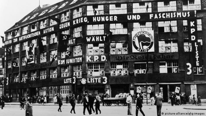 Reichstag Elections, 31 July 1932 - KPD (Communist Party) election campaigning for the Reichstag elections at the Karl-Liebknecht-Haus in Berlin. (picture-alliance/akg-images)