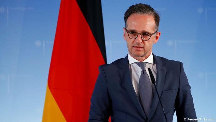 Bundesaußenminister Heiko Maas vor Deutschlandfahne (Reuters/F. Bensch)