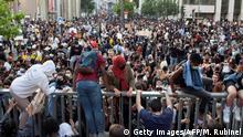 Frankreich Demonstration in Paris in Erinnerung an Adama Traore