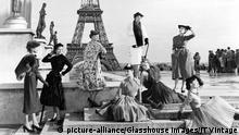 Frankreich Paris Eiffelturm | historisch, Mode