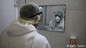 Foto de personal médico con mascarilla