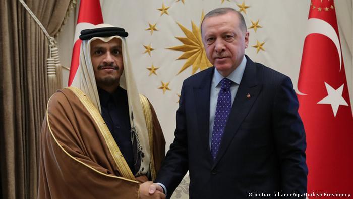Türkei Präsident Erdogan und Katars Außenminister Al Thani (picture-alliance/dpa/Turkish Presidency)