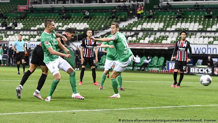 Fußball Bundesliga Nachholspiel 24. Spieltag - Werder Bremen vs Eintracht Frankfurt