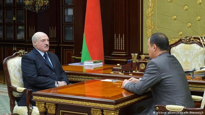 Президент Беларуси Александр Лукашенко с новым главой правительства Романом Головченко, 4 июня