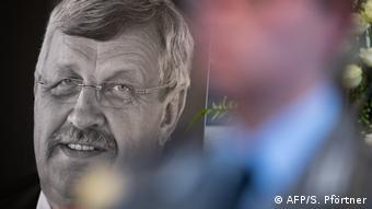 To 2019 η δολοφονία του Βάλτερ Λύμπκε, πολιτικού που υπερασπιζόταν πρόσφυγες, συντάραξε τη Γερμανία