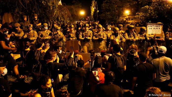 USA | Protest gegen den Tod von George Floyd in Washington (Reuters/J. Bourg)