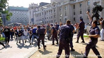 Verletzte bei Gay Pride in Belgrad 2001