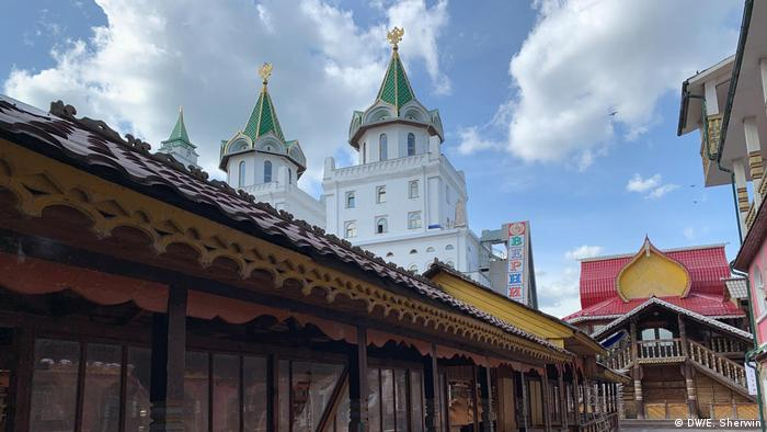 Stalls at Izmailovsky Market are closed during lockdown