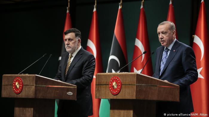 السراج في مؤتمر صحفي مشترك مع أردوغان في أنقرة.