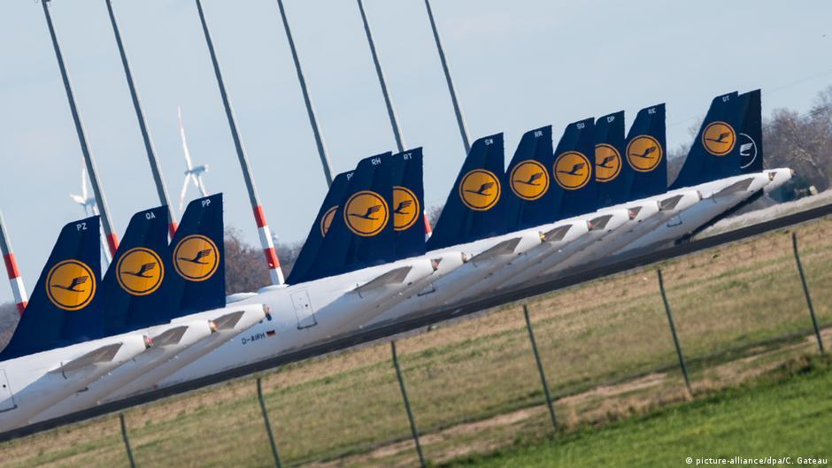 Deutschland Lufthansa Flugzeuge in Schönefeld