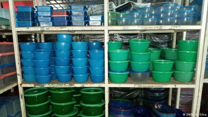 Afrika Mosambik Maputo Vom Müll bis zu Haushaltsutensilien Recycling (DW/R. da Silva)