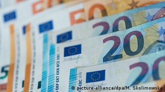 Банкноты в 20 и 50 евро