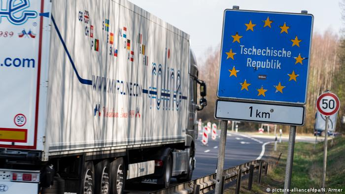 A truck crossing the German-Czech border