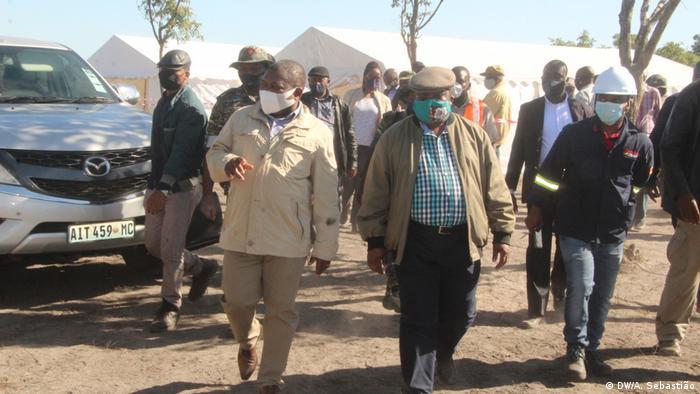 Filipe Nyusi e Ossufo Momade num encontro na província de Sofala