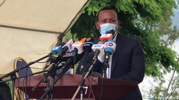 Ethiopian prime minister Abiy Ahmed speaking to the press wearing a face mask