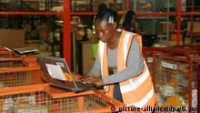 (191121) -- BEIJING, Nov. 21, 2019 (Xinhua) -- An employee works at a multi-purpose warehouse of e-commerce company Jumia in Lagos, Nigeria, Sept. 13, 2019. (Xinhua/Guo Jun)   Keine Weitergabe an Wiederverkäufer.