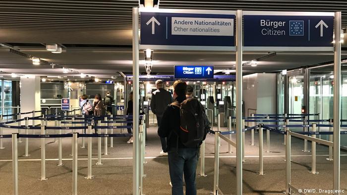 Черга на паспортний контроль в аеропорту Дюссельдорфа