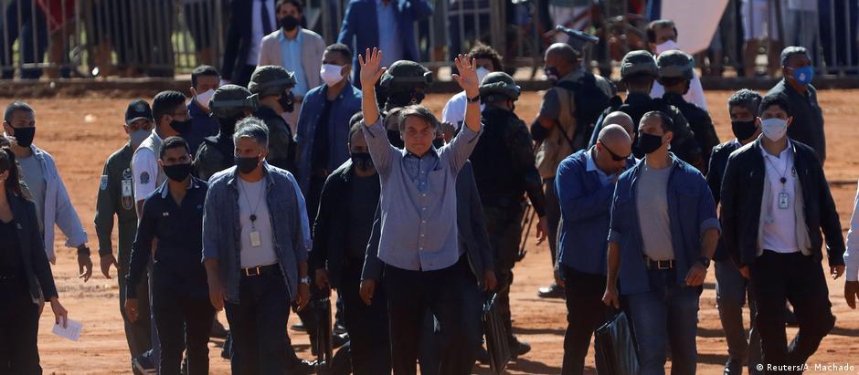 O presidente Jair Bolsonaro participa da inauguração de um hospital de campanha em Águas Lindas de Goiás (GO)