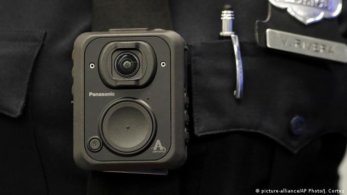 A US police body camera (picture-alliance/AP Photo/J. Cortez)