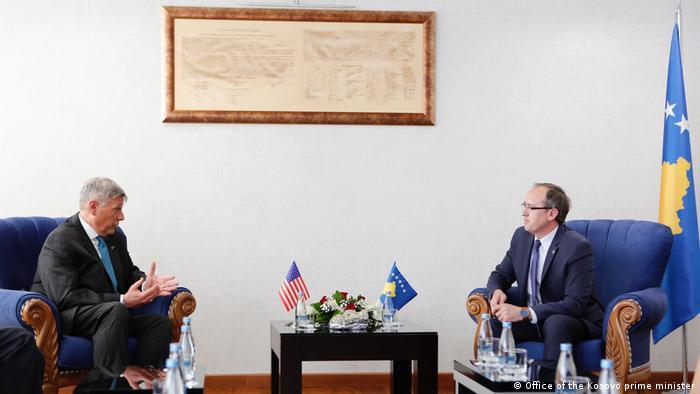 Kosovo Avdullah Hoti und Philip Kosnet