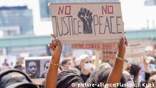 Aktuell, 06.06.2020, Koeln, Black Lives Matter Demonstration und Kundgebung zu gegen Rassismus und zum Gedenken von von George Floyd an der Deutzer Werft in Koeln | Verwendung weltweit