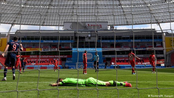 الفنلندي لوكاس هاردكي، حارس ليفركوزن، بعد تلقيه هدفا في مباراة بايرن (6/6/2020)