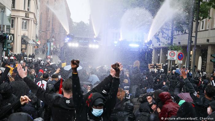 Deutschland | Hamburg | Black Lives Matter Protest (picture-alliance/dpa/C. Charisius)