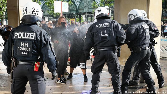Deutschland   Hamburg   Black Lives Matter Protest (picture-alliance/dpa/C. Charisius)