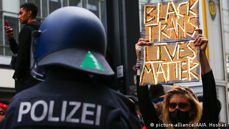Υπάρχει ρατσισμός στη γερμανική αστυνομία;