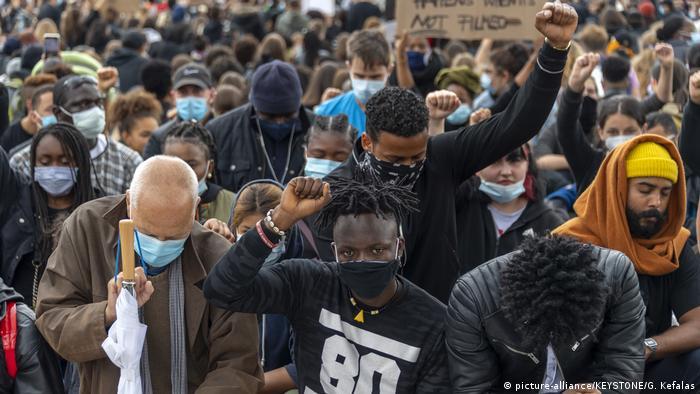 Schweiz | Basel | Black Lives Matter Protest (picture-alliance/KEYSTONE/G. Kefalas)